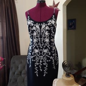 Dress women's, black with white Embroidered roses